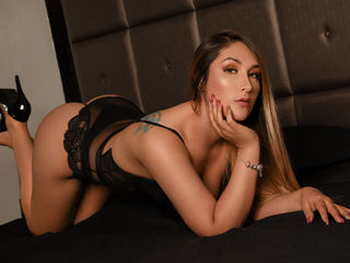 Hi, I am AmandaRobertz and I am 22 years and online right now on webcamsfan.com - i love to read, i love music and movies, so we have a lot of things to talk about, come and lets jam together, knowing use better ;)