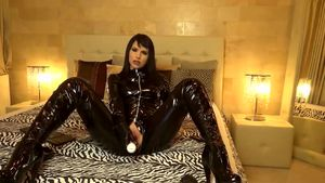 film z porno pokazu live True Domina In Black Latex