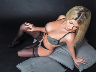 42 petite white female blonde hair blue eyes LadyAmbery chat room