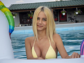 19 petite latin female blonde hair blue eyes AliceGuilbert chat room