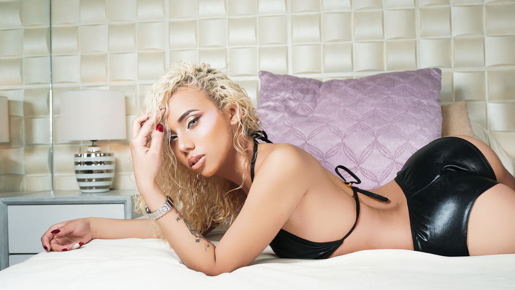 Watch the sexy IvannaFerrer from LiveJasmin at GirlsOfJasmin