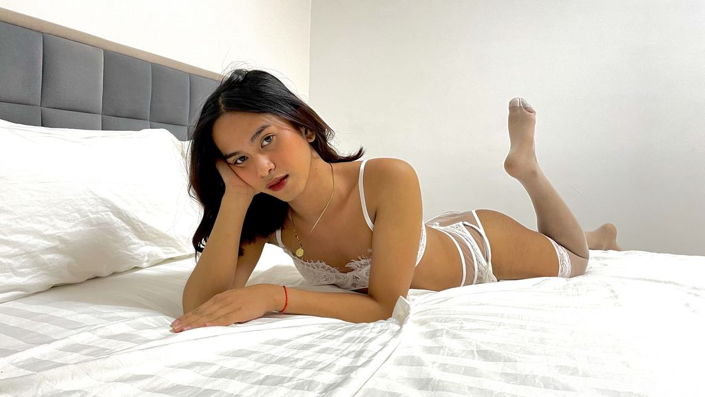 Watch the sexy PaulinaAvalone from LiveJasmin at GirlsOfJasmin