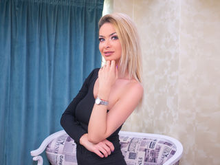 Webcam model EstherScotson from Web Night Cam