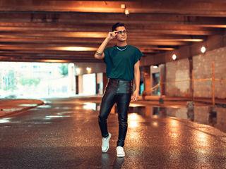 Sexy profile pic of ElliotGrey