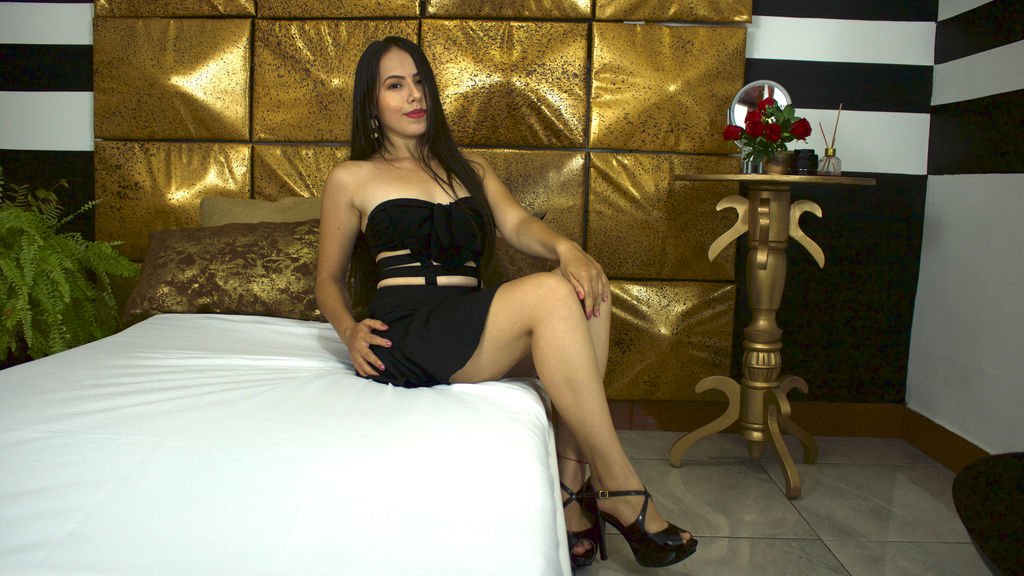 Watch AliciaKennet live on cam at LiveJasmin
